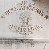 Le charme de la boulangerie du coin... ♡ #laviecontinue #boulangerie #petitscommerces #oldbakery #lovely #walk #newday