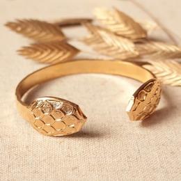 • T O B Y • Nouveau jonc martelé, doré à l'or, coques carapaces Dispo sur l'eshop ♡ . . #sirjane #sirjanebijoux #bijoux #jonc #demijonc #joncmartelé #bracelet #martelé #carapace #faitmain #artisanatfrancais #artisan #artisanat #artisanfrancais #madeinfrance #jewels #jewelry #lyoncreation #createurdebijoux #lyon6 #jesoutiensmescommerçants #unnoelmadeinfrance