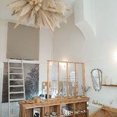 La boutique SIRJane s'est parée d'une sublime suspension ! Merci @lebosquet.fleurs pour cette magnifique réalisation !Boutique SIR Jane 11, rue Vauban 69006 Lyon#sirjane #sirjanebijoux #lebosquetfleurs #suspension #pampa #pampasgrass #boutiquelyon #boutique #nouvelleboutique #lyon6 #lyon #shopping #lyonshopping #artisanatfrancais #artisanat #artisan #madeinfrance #faitmain #bijoux #bijouxcreateur #bijouxlyon #deco #decorationinterieur #decoration #videdressing #objetschinés