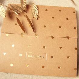 A l'occasion des fêtes de fin d'année, SIRJane sort des cartes cadeaux 🌟 Le cadeau parfait 2 en 1 ! Cadeau facile à glisser sous le sapin + soutien aux artisans ♡ Cartes à retrouver en boutique et sur l'eshop, vous pouvez sélectionner le montant de votre choix :) . . #sirjane #sirjanebijoux #cartecadeau #ideecadeau #bijoux #artisanfrancais #artisanat #artisanatfrancais #artisan #createurdebijoux #faitmain #madeinfrance #christmasgifts #christmastime
