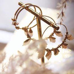 JOY & PÉNÉLOPE Pétale Merci Leyla @mes_ptits_cotons pour cette belle photo ♡ . . #sirjane #sirjanebijoux #bijoux #createur #bijouxcreateur #bouclesdoreilles #creoles #faitmain #pierrefine #jade #pierredelunerose #jewels #handmade #artisan #artisanatfrancais #artisanat #artisanfrancais #madeinfrance